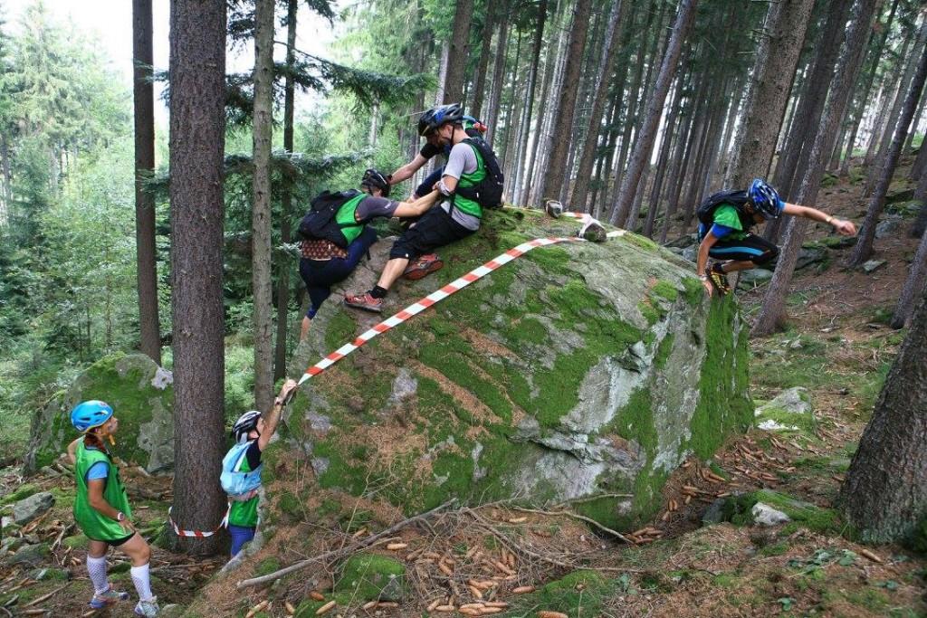 Z ciekawostek był też buldering- prawdziwy teamwork!