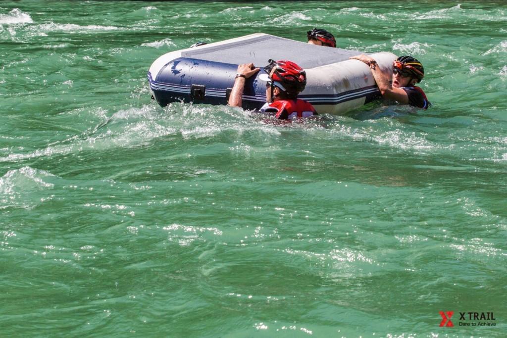 Tak się w pontonie nie powinno płynąć