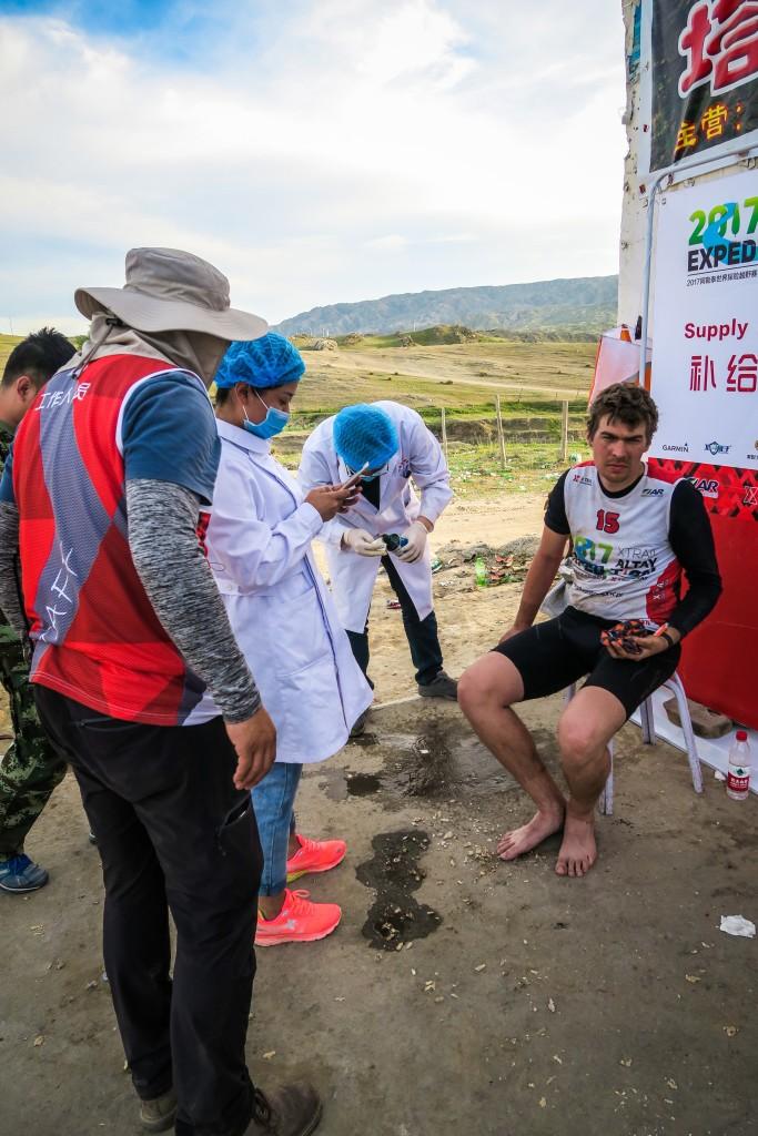 Chińska służba zdrowia w akcji. Myślicie że jest sterylnie?